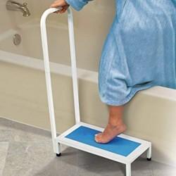 Marche pied salle de bain avec poignée